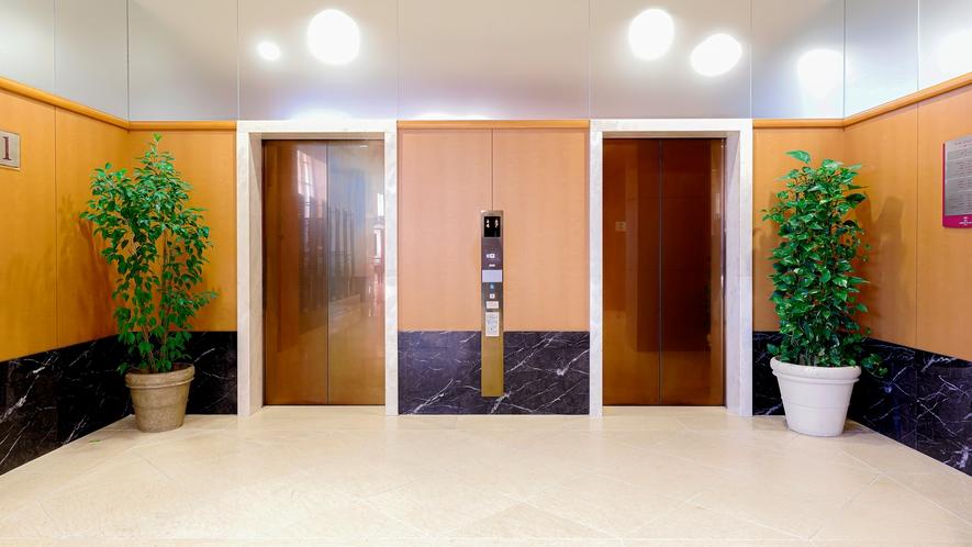 広めのエレベーターホールで密も避けられます