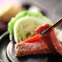 ■【夕食一例】蛇紋岩石焼プレートで、信州牛の美味しさを存分にお楽しみください。