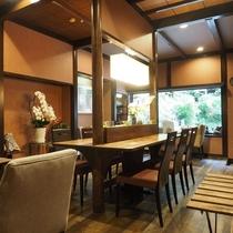 ■【CAFE&RESTAURANT DHARMA】温泉通りに面したお店です