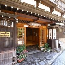 ■【入口】渋温泉街の通りに面しています