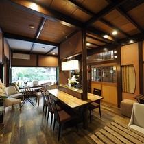 ■【CAFE&RESTAURANT DHARMA】木のぬくもりに和む空間