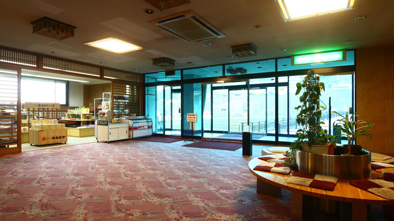 館内-フロント・1Fエントランスを入ると、お土産売り場と、カフェスペースが。