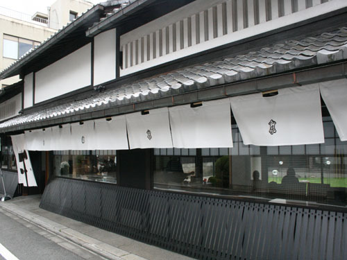 然花抄院 ZENKASHOIN                    京都ガーデンホテルより徒歩4分