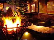 中庭のかがり火