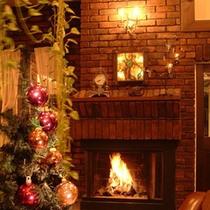 温かい暖炉の灯火。冬のアトリエにともります。