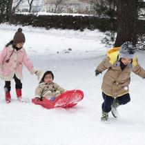 冬でも子ども達は元気に剃り遊び!