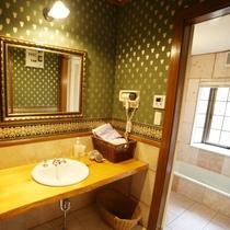 【別館メゾネット】洗面所とバスルーム
