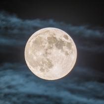 アトリエから望む月