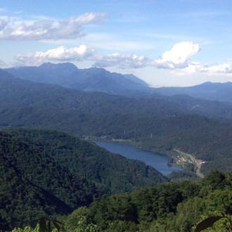 ◇小熊山より望む青木湖