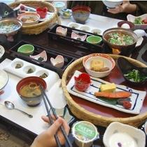 【朝食一例】季節のおかずや秘伝豆の納豆など、ご飯がすすむ!お粥も選べる