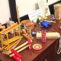 【館内で楽しむ】民話の部屋には昔懐かしいおもちゃをご用意♪