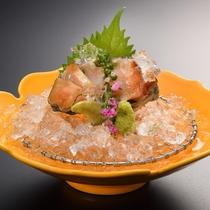 【別注料理・アワビのお造り】庄内の海で採れた甘味のある新鮮なあわびです。1人前/1,600円(税別)