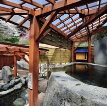 【東湯】春の露天・大石風呂「龍神の湯」