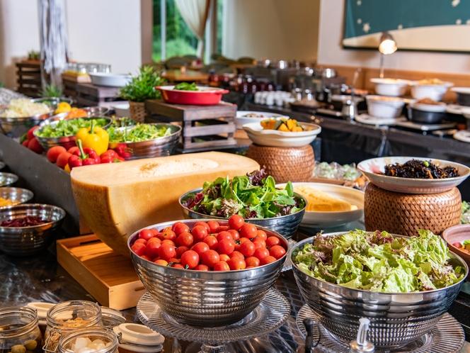 【朝食ブッフェ】ホテル自慢の料理を存分にご堪能ください。
