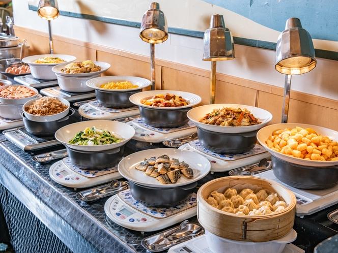 【朝食ブッフェ】和朝食から洋朝食そしてスイーツ、様々なジャンルを取り揃えて降ります。