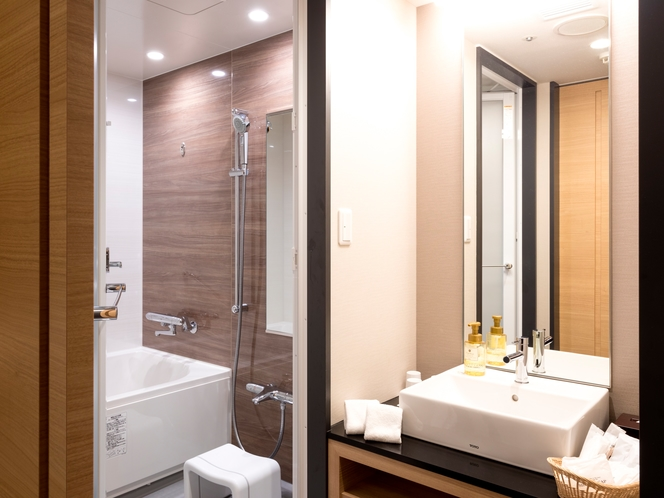 【ファミリールーム・バスルーム】トイレとバスルームが分かれているセパレートタイプ。