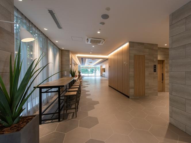 【ロビー】大阪、神戸までのアクセスも良好。ホテルヒューイット甲子園で素敵なひと時をお過ごしください。