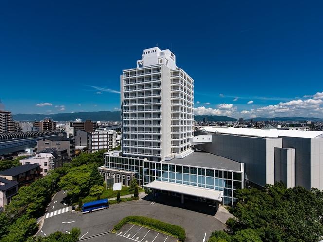 【外観】阪神甲子園駅から徒歩約2分と好立地!是非ホテルヒューイット甲子園をご利用くださいませ。