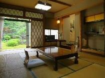お庭の眺めのいい12畳の和室