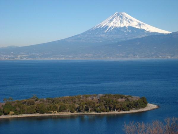 大瀬崎から眺める大瀬岬と富士山の絶景