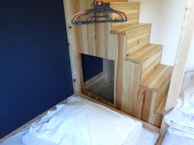 9畳タイプの階段下物入れ