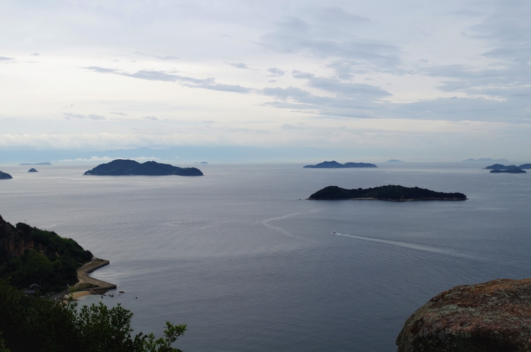 島内トレッキングコースからの眺め四国、南西方向