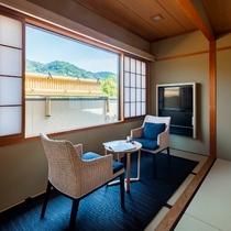 【最上階特別和室】2019年2月リニューアル!東側は東山を見渡せ西側は京都タワーが望める和室です。