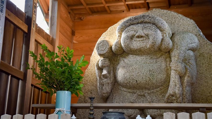 【*大黒様】湯の山の蛙岩(大きな岩)に彫られた大黒様。