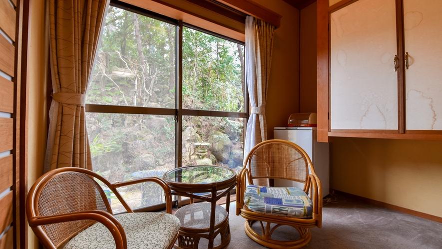【*和室(バス付)】広縁。お部屋によっては山々の景色を感じられます。