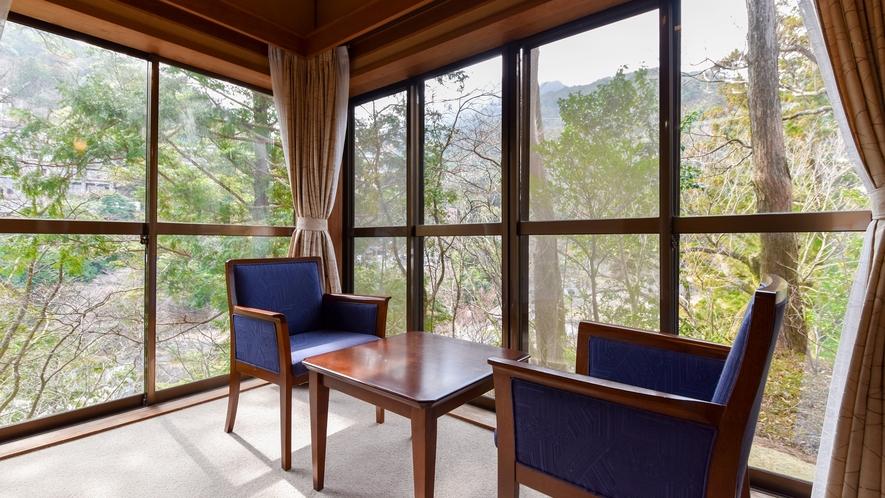 【*和室(バスなし)】お部屋によっては湯の山の緑を眺めることができます。