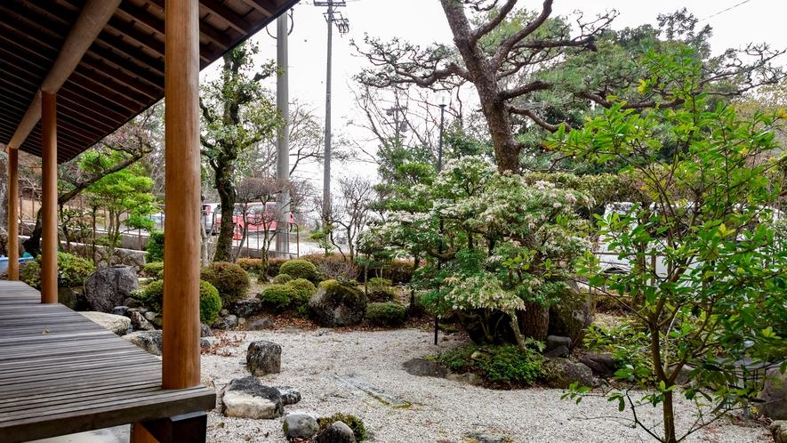 【*庭園】日本風の庭園。四季折々の自然を感じられます