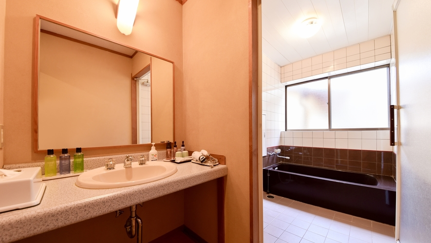 【*和室(バス付)】独立洗面台。ハンドソープや歯磨きセットなど
