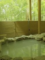 本館露天風呂 竹林を眺めながらにごり湯を満喫