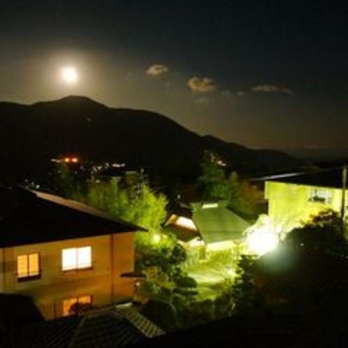 冬の満月と桐谷箱根荘、大文字山