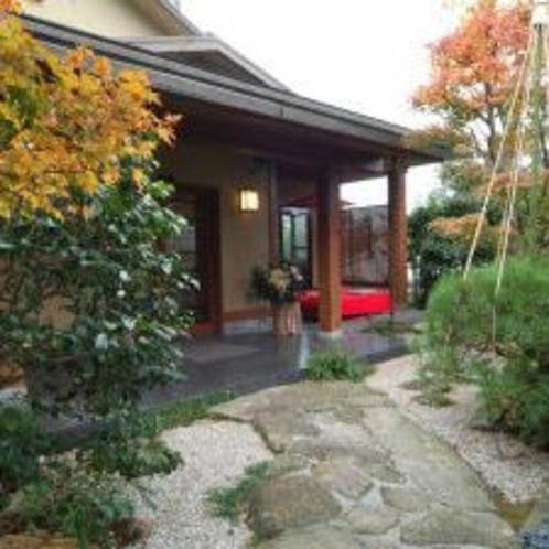 ◆本館玄関紅葉
