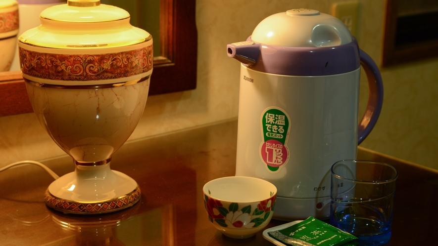 *【本館客室】電気ポットとお茶のセットをご準備しております。