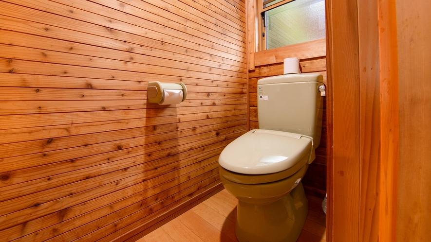 *【ログハウス/E】ログハウス内にバス・トイレを完備しています。