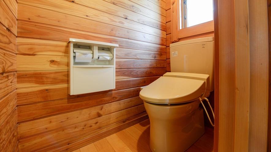 *【ログハウス/さくら亭南北】ログハウス内にバス・トイレを完備しています。