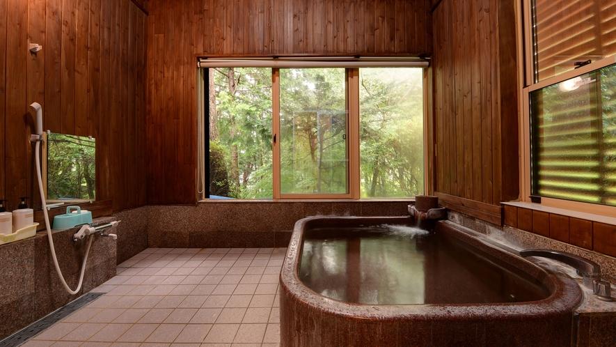 *【浴場(男湯)】窓からの景色は自然が広がり、リラックスできます。
