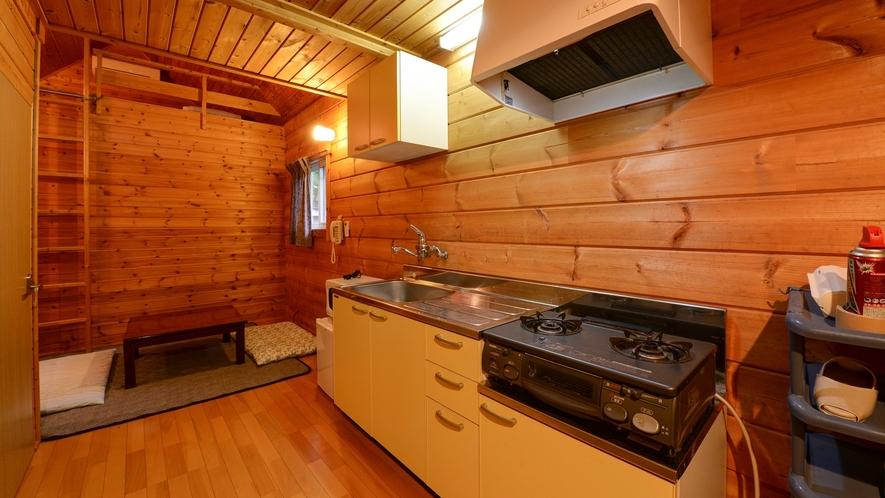 *【ログハウス/S】リビングとキッチンの距離が近い造りとなっています。