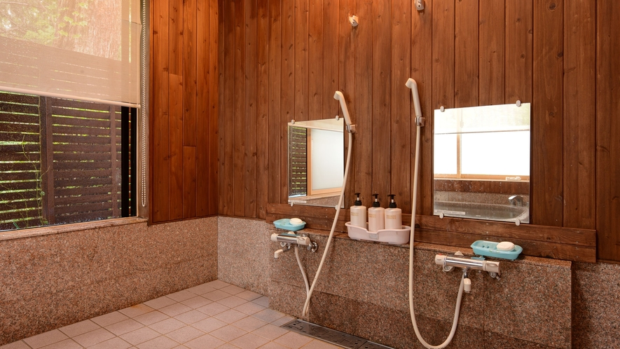 *【浴場(女湯)】お風呂は庭園を抜けた離れにご用意しております。