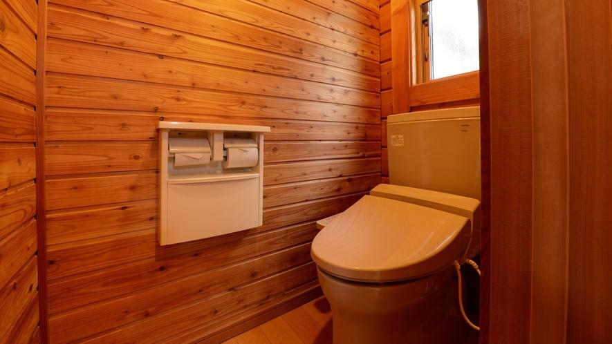 *【ログハウス/さくら亭中央】ログハウス内にバス・トイレを完備しています。