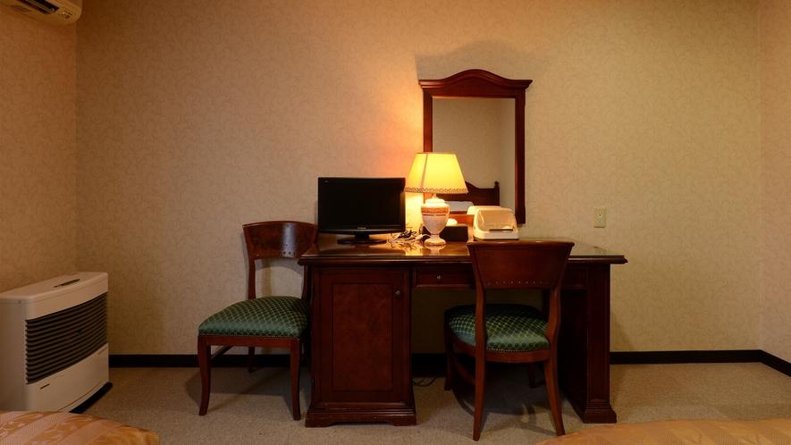 *【本館/ツイン】海外産の家具を客室に使用、落ち着いた印象の客室です。