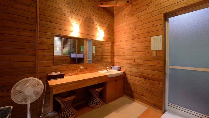 *【浴場(男湯)】広くはありませんが、清潔を心掛けております。