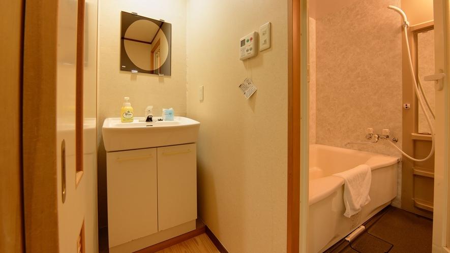 *【本館/2間和室】清潔で明るい洗面所もご利用ください。