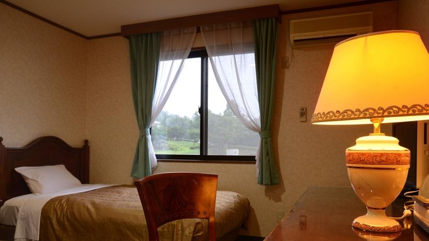 *【本館客室】イタリアからの輸入家具を客室内に使用しております。