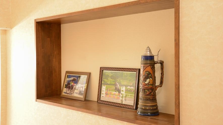 *【館内】館内には多くの「馬」に関する品を飾っております。