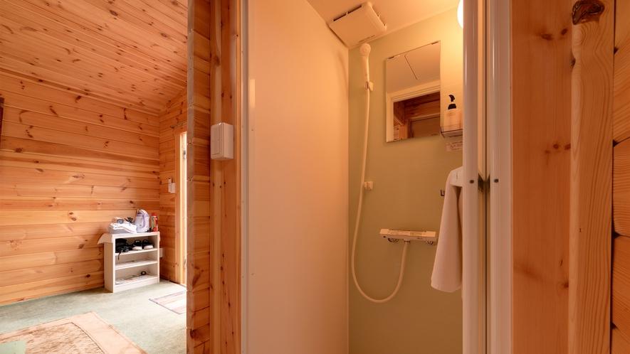 *【ログハウス/K】バスはありませんが、シャワールームを設置しております。