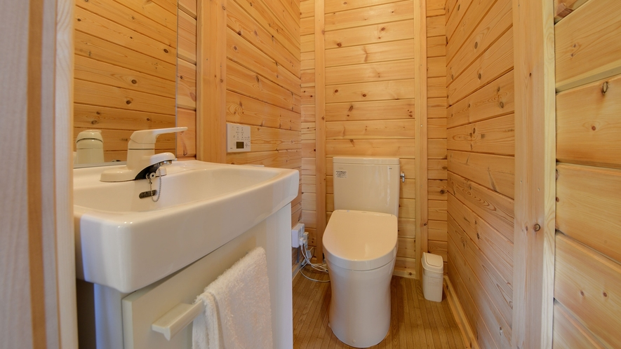 *【ログハウス/K】洗面台・トイレ付きのログハウスです。