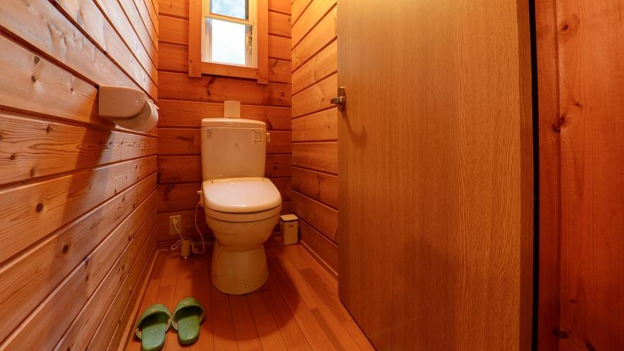 *【ログハウス/N】ログハウス内にバス・トイレを完備しています。